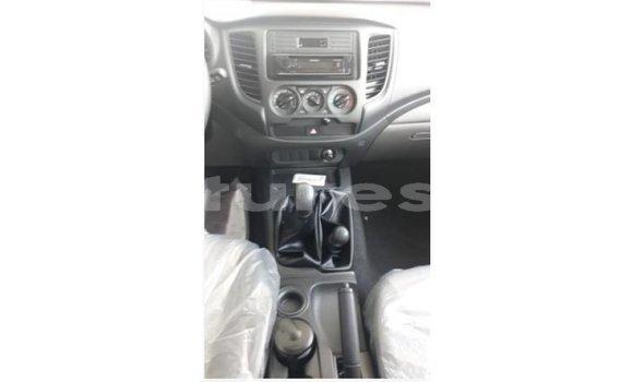 Acheter Importé Voiture Mitsubishi L200 Blanc à Import - Dubai, Bamingui-Bangoran