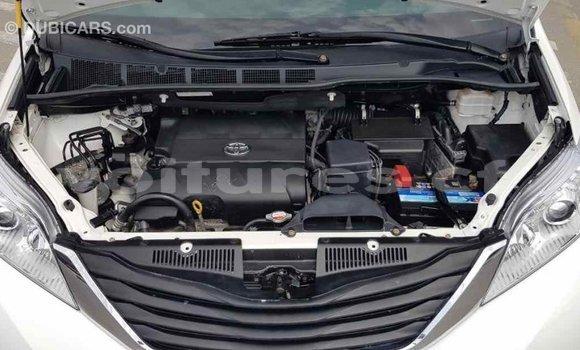 Acheter Importé Voiture Toyota Sienna Blanc à Import - Dubai, Bamingui-Bangoran