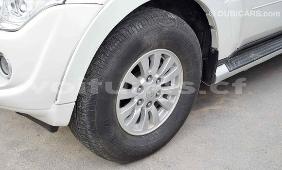 Acheter Importé Voiture Mitsubishi Pajero Blanc à Import - Dubai, Bamingui-Bangoran