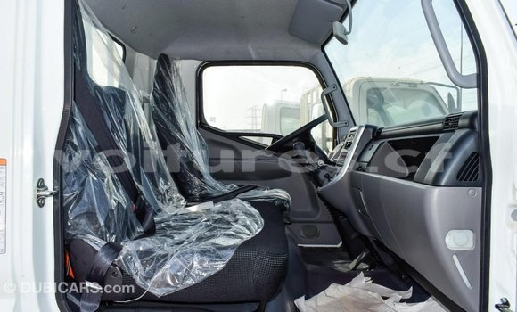 Acheter Importé Voiture Mitsubishi Carisma Blanc à Import - Dubai, Bamingui-Bangoran
